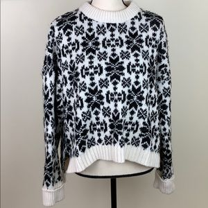 🌸LOGG H&M Womens high low black and white sweater
